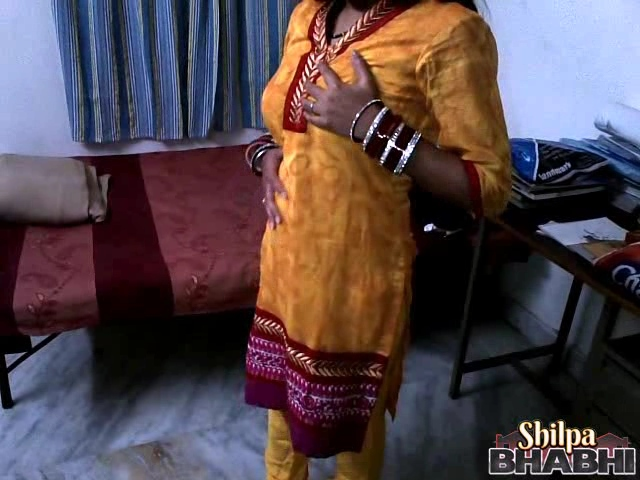 Shilpa gal 8. Shilpa bhabhi in traditional indian yellow